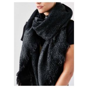 UO Black & White Wrap Scarf